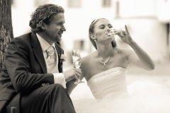 Brautpaar_trinkt_Sekt.jpg