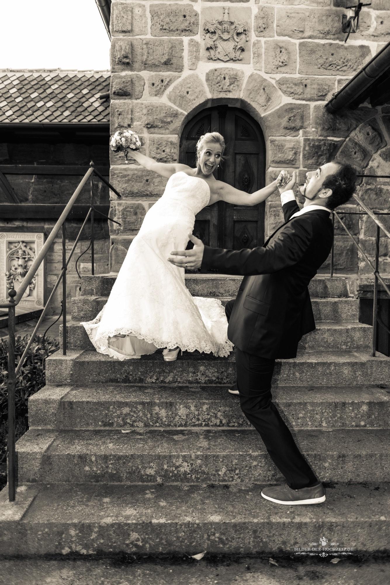 Brautpaar_auf_treppe.jpg