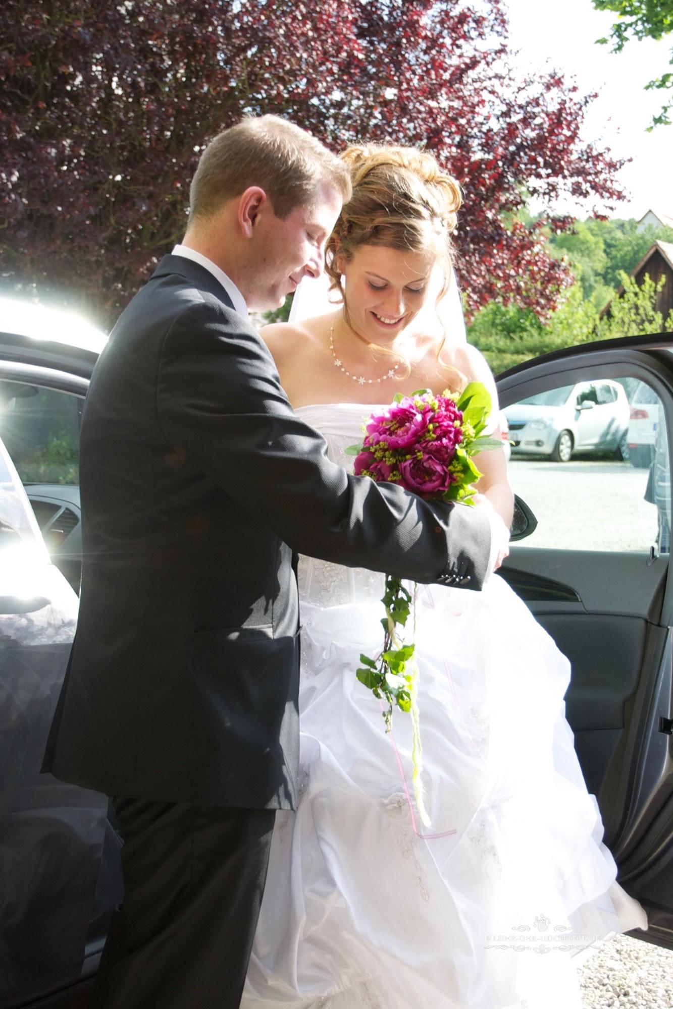 Brautpaar_bei_aussteigen.jpg