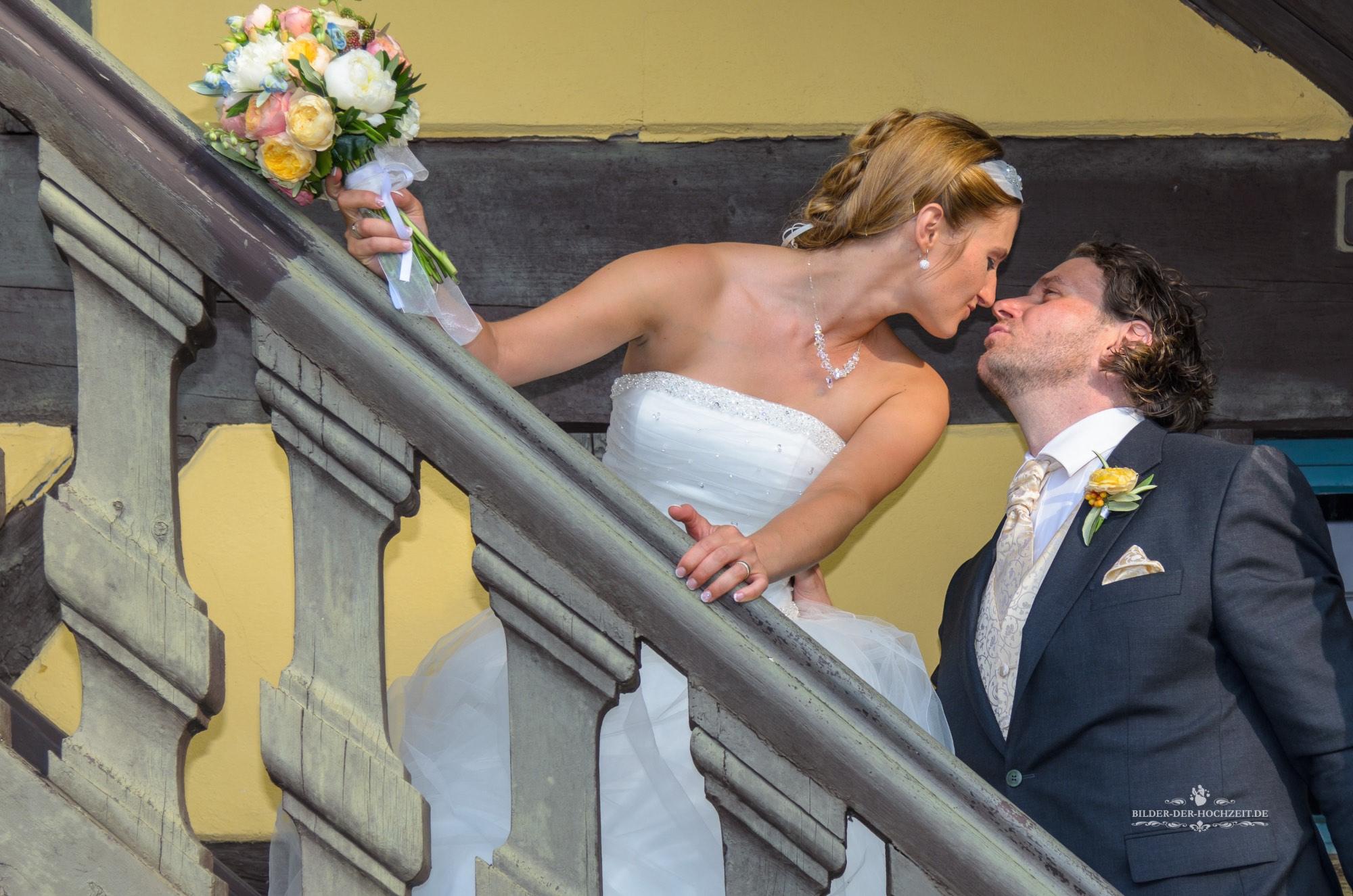 Kuss_auf_treppe.jpg
